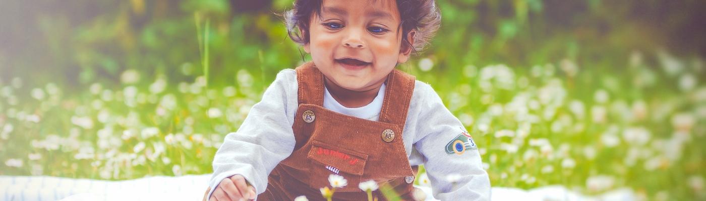baby, outdoors, children, daisy, family photography, baby photography, west midlands photographer, dudley, birmingham, midlands family portrait photographer